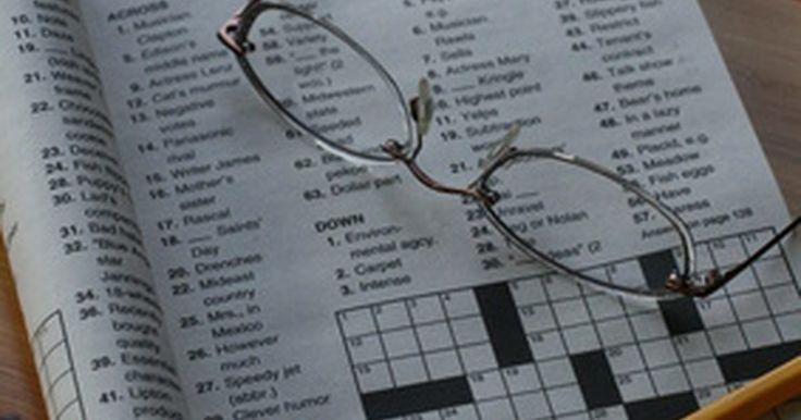 Cómo crear e imprimir un crucigrama. Los amantes de los crucigramas quizás quieran crear sus propios crucigramas de acuerdo a sus gustos específicos. Esto puede ser hecho con un procesador de texto, como Microsoft Word. Podrás hacer el crucigrama tan grande o tan pequeño como desees.