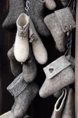Russian valenki boots http://goeasteurope.about.com/od/russianculture/ss/valenkiphotos.htm
