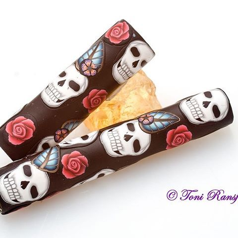 SKULLS!!!! Need I say more 😊😊😊 www.claypenblanks.com to order yours.  Oh you can get the rose in either red, purple or yellow. Looks awesome on a bullet pen #polym #polymer #polymerart #polymerclay #polymerclaypen #polymovement #polymerclayartist #polymerclaycane #polymerclaydesign #polymerclayartist #polymerclayarts #polymerclaycreations #polymerclaycanes #polymerclayskulls ##pen #penaddict #penblanks #penaddicts #penblanksforsale #redrose #toniransfield #coolasfuck