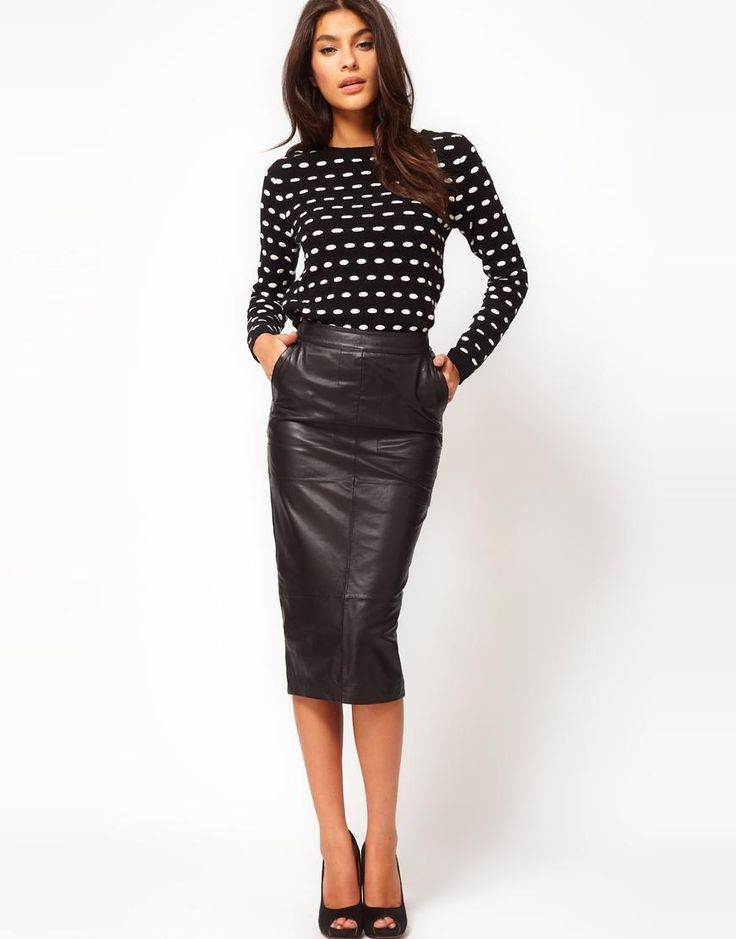 Fall Fashion: Leather Skirt // as much as I would love to pull of leather pants I think a skirt would be a much safer alternative @Valerie Bates