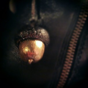 Acorn necklace #acorn #diynecklace #necklace #diy #eikel #ketting #gold #nailpolish