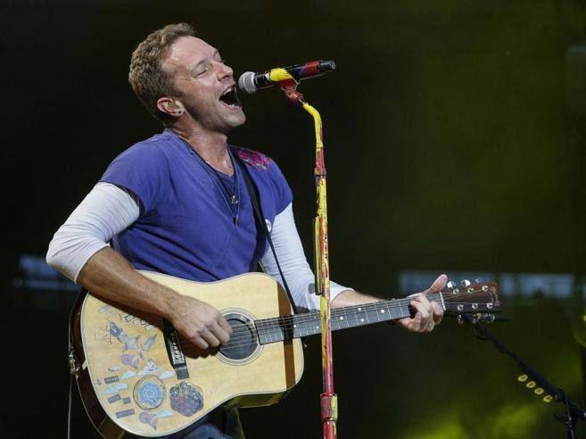 I Coldplay contro i venditori di magliette e prodotti taroccati http://www.corriere.it/spettacoli/17_luglio_30/i-coldplay-contro-registrazioni-pirata-loro-concerti-8c79f65e-747e-11e7-9773-4a99982cbf04.shtml?utm_campaign=crowdfire&utm_content=crowdfire&utm_medium=social&utm_source=pinterest