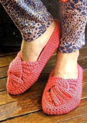 tejidos artesanales en crochet: zapato tejido en crochet con capellada retorcida o cruzada