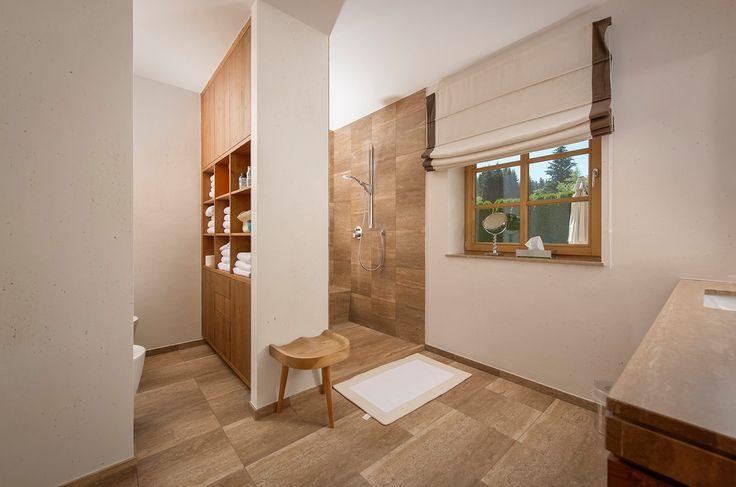 #Tageslichtbad in hochwertigem Design - ein Highlight in diesem #Landhaus.