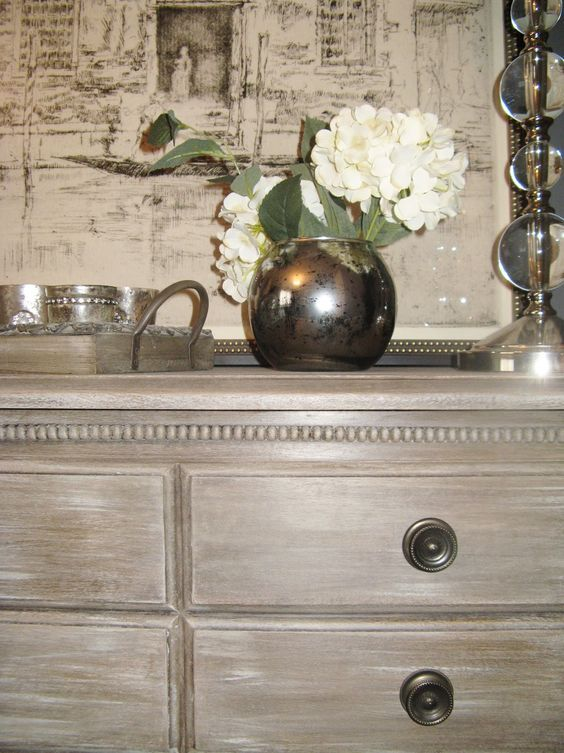 Delight The Eye: Loving Annie Sloan Chalk Paint French Linen as base, then dry brush pure white and Paris gray with lots of dark wax: