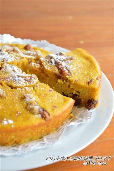 ホットケーキミックスで、かぼちゃの簡単ケーキ くるみとレーズンを加えて焼きました♪ シナモンたっぷりで、とっても美味しい~ シナモンが苦手な方は、バニラエッセンスに変えてもOKです ワンボウルで出来る、超簡単ケーキです かぼちゃの甘さを引き出すために、甘さを控えめにしています。...