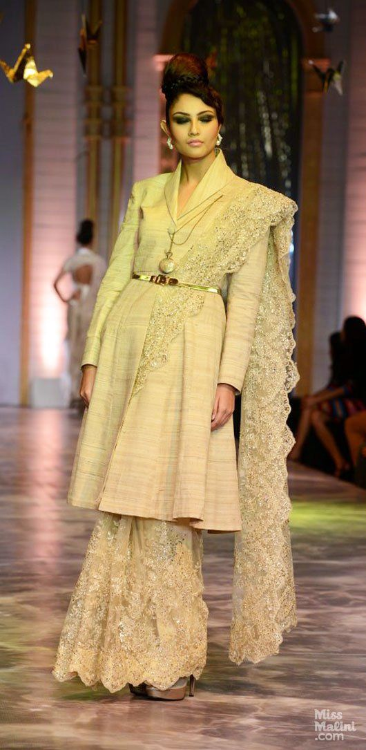 Love this long jacket with the saree. Can be adapted to short blazers?? Will have to try!
