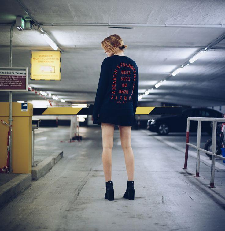 Ein Wochenende in Amsterdam voller Inspirationen und Eindrücke gemeinsam mit Mercedes Benz zur Vorstellung der neuen CLA Modelle Coupé und Shooting Brake. Weitere Infos zur Stadt und zum Neudesign der CLAs: http://www.blogger-bazaar.com/2016/07/26/urbandiscovery-amsterdam-mit-mercedes-benz/  streetstyle, bstn, streetwear, tiefgarage