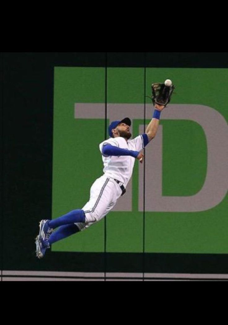 And Kevin Pillar makes another amazing catch!!!!!!!!