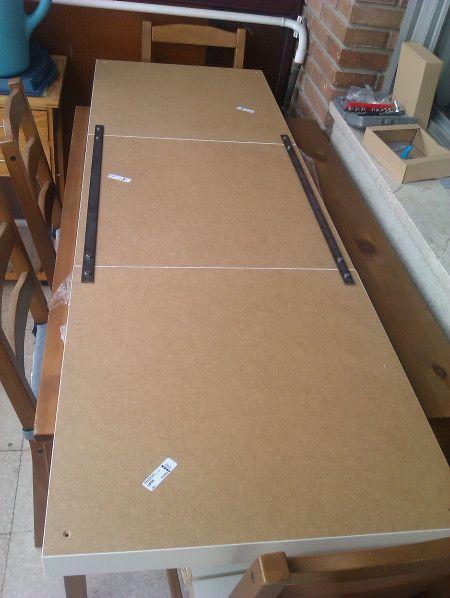 Víctor me mandó el paso a paso de cómo hizo su cabecero con 3 mesas de centro Lack de Ikea. ¡¡A MI ME ENCANTA!!Los pasos de Víctor:En primer lugar he comprado dos pletinas deacerode 65 cm y le h…