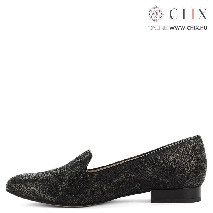 Anis lapos bőr cipő Fekete Anis cipő kis sarokkal. A cipő kívül-belül bőrből készült, utcai- és alkalmi cipőnek is ajánljuk. Márka: Anis Szín: Fekete Modellszám: 2207 BLACK DT http://chix.hu/noi-cipok/13952-anis-lapos-fekete-bor-cipo-2207-black-dt/