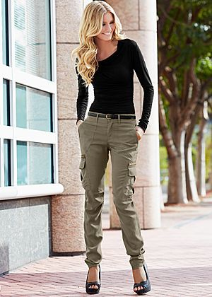 Ruched top, cargo pant, heel.. love it all