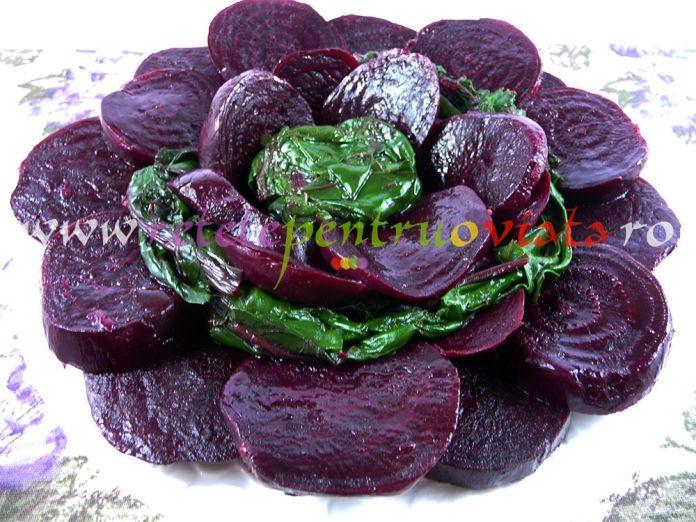 O reteta de salata de sfecla rosie usoara si extrem de sanatoasa care se poate prepara atat cu sfecla rosie coapta, cat si cu sfecla fiarta.