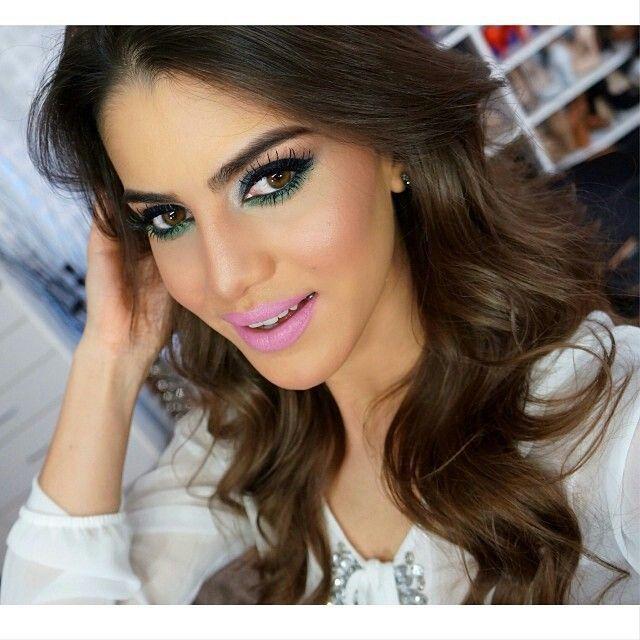 Camila Coelho gorgeous smokey eye makeup with baby pink lips #Pinklips