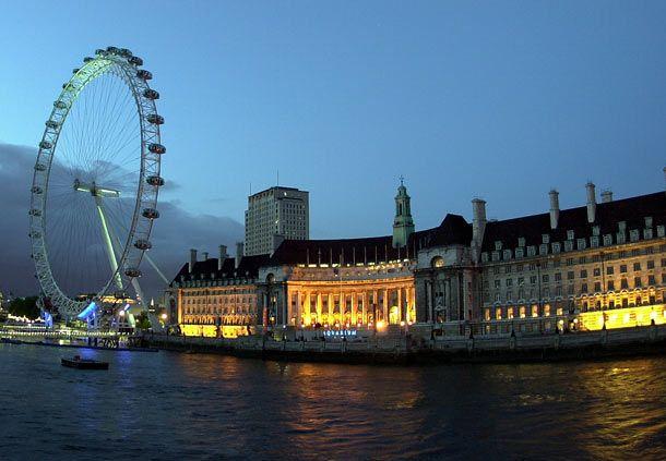 El London Eye revitalizó la ciudad de Londres y además despertó mucho turismo cerca de la zona del rio Tamesis. Visite Londres.
