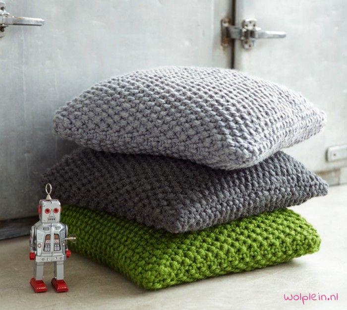 Brei deze heerlijke kussens voor op je bank. Het breipatroon vind je op de site van Wolplein.