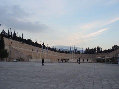 Le stade Panathénaïque a été celui de la renaissance des Jeux Olympiques à Athènes au XIXe siècle. Il est pour autant antique. Redécouvrez son histoire et le quartier qui l'entoure.