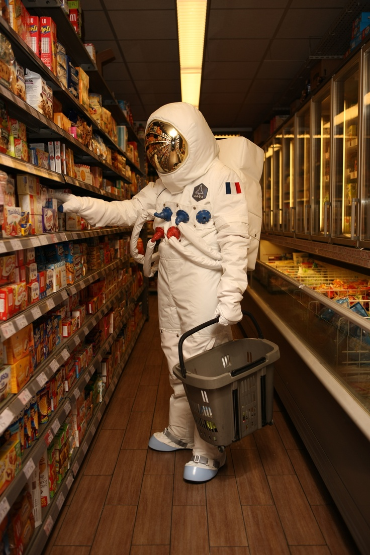 9/25/17   3:22a   Astronaut with a Shopping  Basket! Last Minute Pick Ups Before the Next Flight  to the International Space Station-ISS! themetapicture.com  viedastronaute.tumblr.com