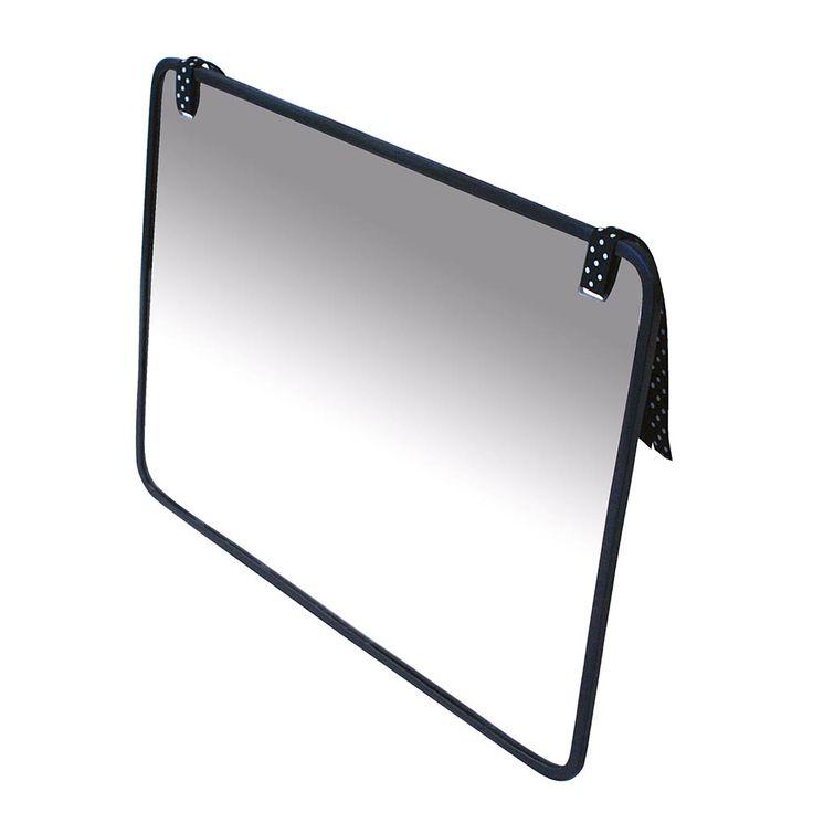 Ce miroir acrylique est incassable. Utilisez-le pour la découverte de soi, notamment lors du stade du miroir, mais aussi pour des exercices de motricité bucco-maxillaire. Figures géométriques abstraites et contrastées sur le recto. 2 languettes en tissus permettent de l'accrocher. Dim. 36 x 25,8 cm. Dès la naissance.