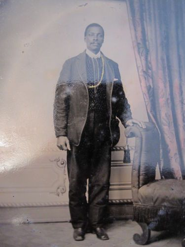 ANTIQUE-19-CENTURY-DISTINGUISHED-AFRICAN-AMERICAN-MAN-GOLD-CHAIN-TINTYPE-PHOTO