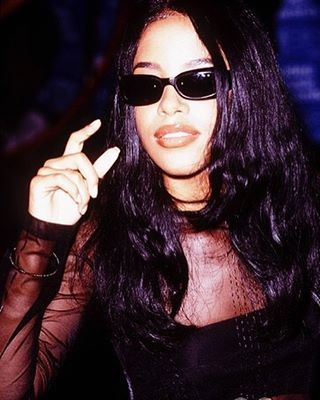 #Aaliyah at the '99 MTV VMA'S in Metro. Opera House, NYC. 🌹💫 _______________________________________________________ #music #tupac #rihanna  #beyonce  #chrisbrown #drake #justinbieber #arianagrande  #selenagomez #queen #michaeljackson #zendaya #legend  #singer #cover #vocals  #killuminati  #photoshoot  #aaliyah #heaven #rip #photographer