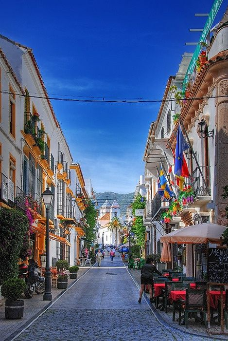 Streets of Marbella, Spain | Incredible Pictures blog | Marbella is a city and municipality in southern Spain, belonging to the province of Málaga in the autonomous community of Andalusia.