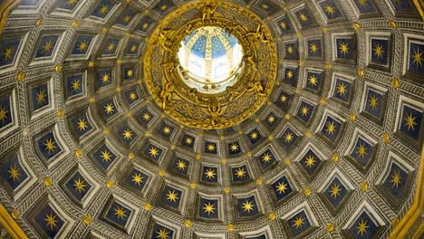 """Siena opent fabelachtige poort naar de hemel - Kunst & Literatuur - De Morgen   La porta del cielo al Duomo di Siena aperta dopo 900 anni.  The """"Door to Heaven"""" in Siena's Dome has been opened after 900 years."""