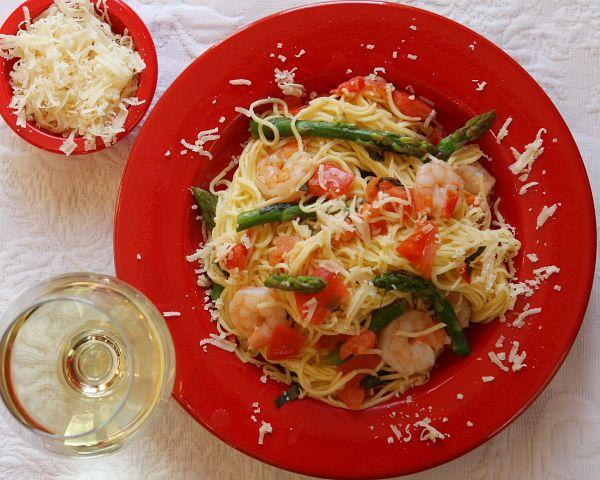 ... it's *easy* & yummy! >> Shrimp and Asparagus over Angel Hai...
