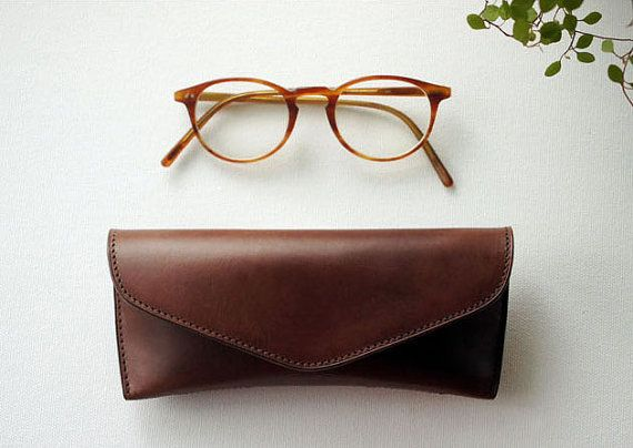 Handmade Vegetable leather Spectacle case Glasses von dextannery