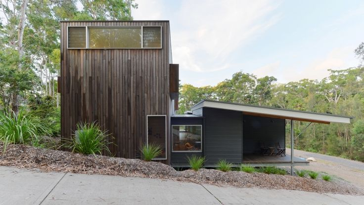 """In Elizabeth Beach, Australia, architect Shane Blue of Bourne Blue Architecture designed a 2,800-square-foot house with four bedrooms and two bathrooms on a sloping site. """"The home is designed to be private and sheltered from the west and south, yet open to the north and east,"""" Blue says."""