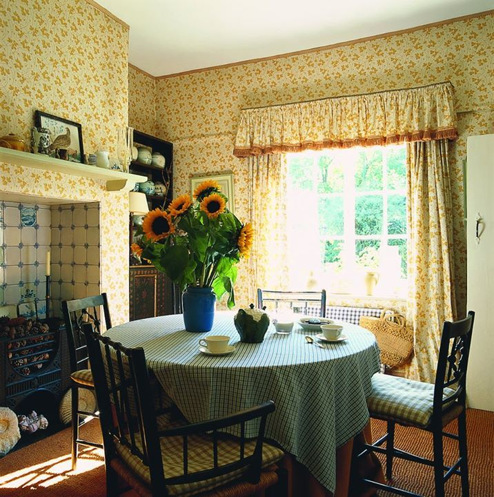Wendy Nicholls sumptuous Norfolk cottage - the July issue of The World of Interiors.
