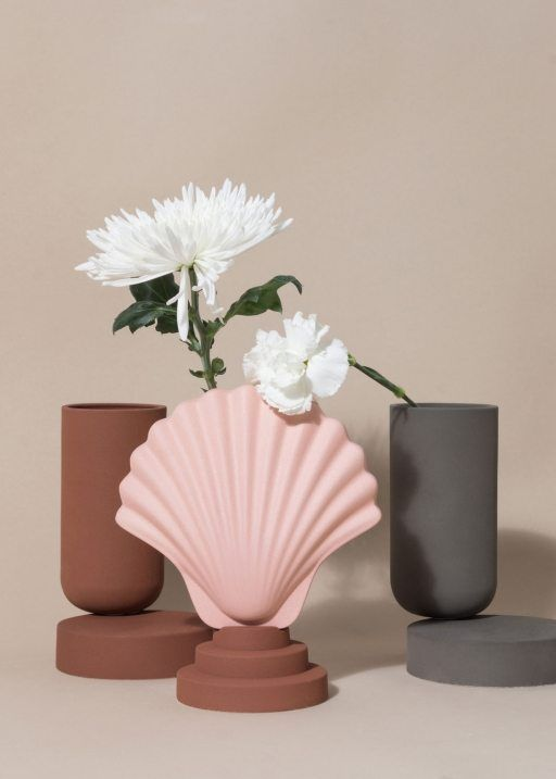 Week of November 20, 2017 - Huskdesignblog | Los Objetos Decorativos, Rosa Rubio | ceramic objects | shell vase | terracotta vase | clay vase | natural ceramics | shell boxes | set design | objects styling | pink vase | millennial pink | grey wall | beige wall | furniture styling | interior stylist | flower pot | decorative objects | home decor