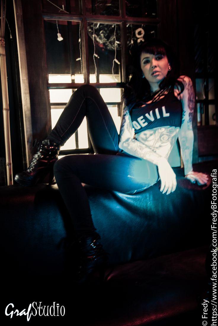 sesión fotográfica Ilanna SG fotografía fredy barbosa locación JackassRock Bar