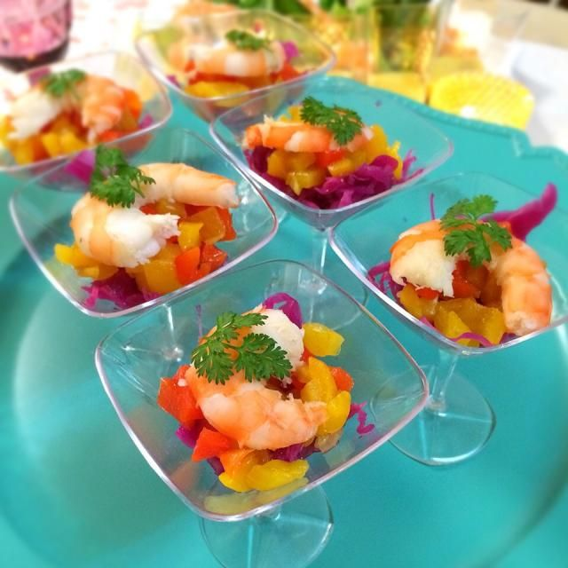 前菜です。 それぞれのハーモニーを楽しみます!  ・紫キャベツのマリネ ・赤と黄色パプリカのマリネ ・海老蒸し - 121件のもぐもぐ - アペタイザー                                海老とパプリカのマリネ③ by 志野