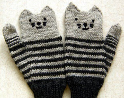 Kitten Mittens- Knitted with Instructions ... My daughter would love these in pink!!