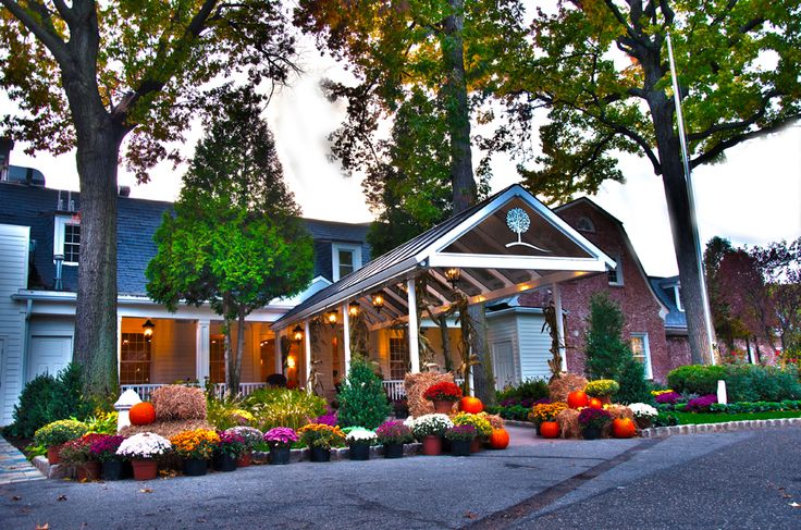 Grand Oaks Entrance