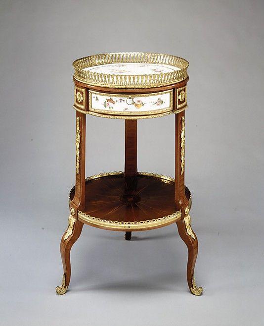 Louis xv circular marquetry and bronze dore table de salon for Salon louis 15