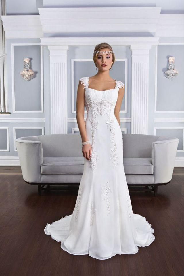 Suknia ślubna Lillian West 6326 2016