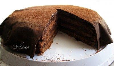 Торт «Шоколадно-кремовый» Готовится заранее:  500 мл сливок 33%-35%  300 г шоколада  75 г сливочного масла комнатной температуры   Для бисквита:  100 г сливочного масла  6 яиц  200 г сахара  1 п ванильного сахара  150 г муки  100 г крахмала  50 г какао-порошка   Для украшения:  200 г шоколада  1 ст.л. какао-порошка