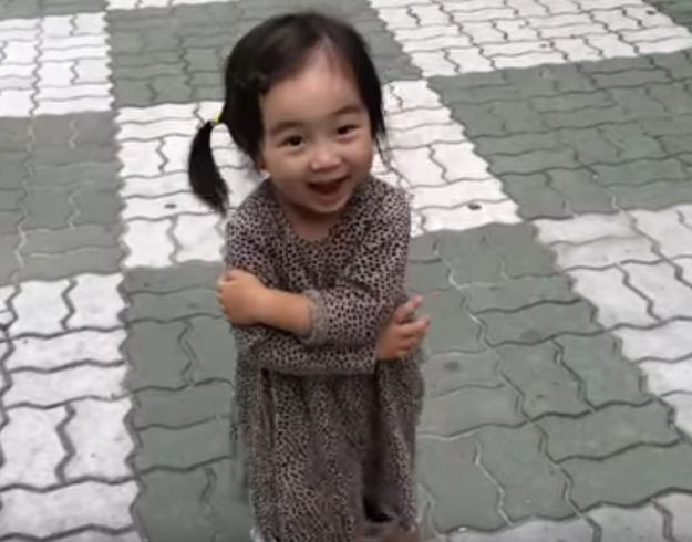 This Sulking Toddler Being Cheered Up By Her Squeaky Shoes Will Make Your Day Much Better - BuzzFeed News