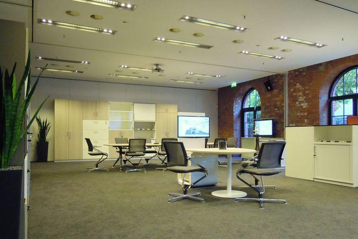 Немецкая фабрика CEKA в 2014 году провела тур по городам Германии, демонстрируя инновационные новинки в области офисной мебели.