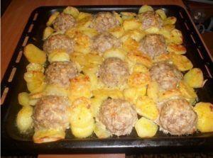 Обалденные мясные ёжики с картошкой под сыром