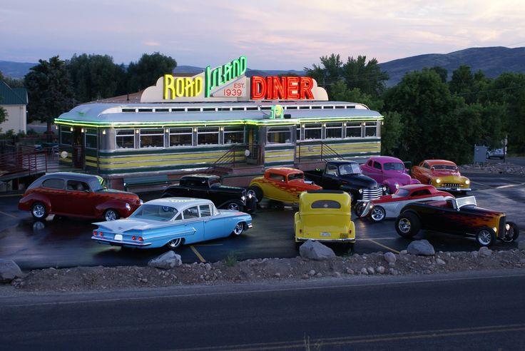 Vintage car club at the Road Island Diner