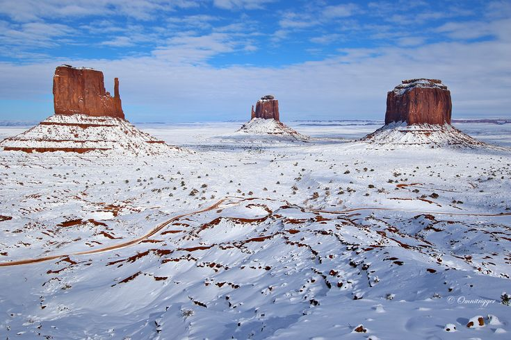 Monument valley after a snowfall | [1728x1152] by John Fox