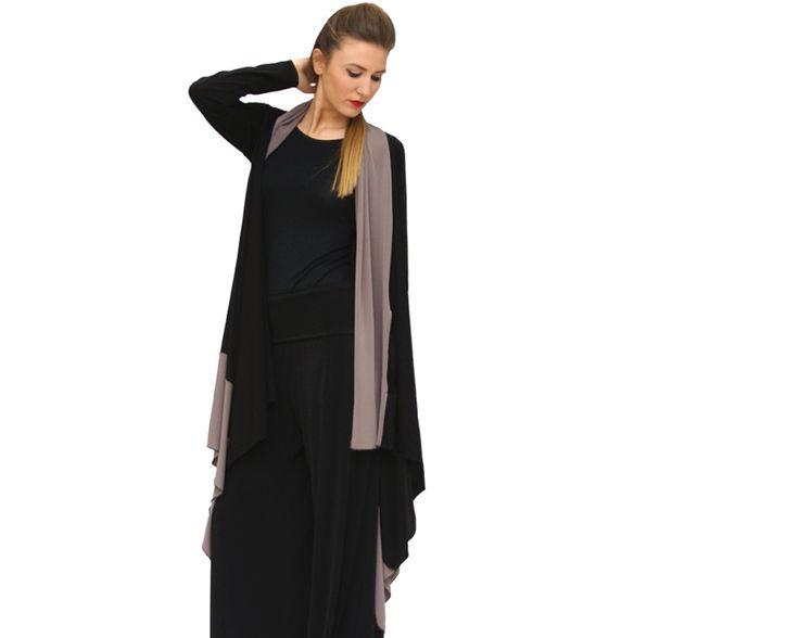 Rettangolo - È un abito realizzato in viscosa naturale con 10% di lana e il 5% di elastame che può essere indossato in tre modi differenti: a cardigan, come abito con fusciacca e come abito charleston.