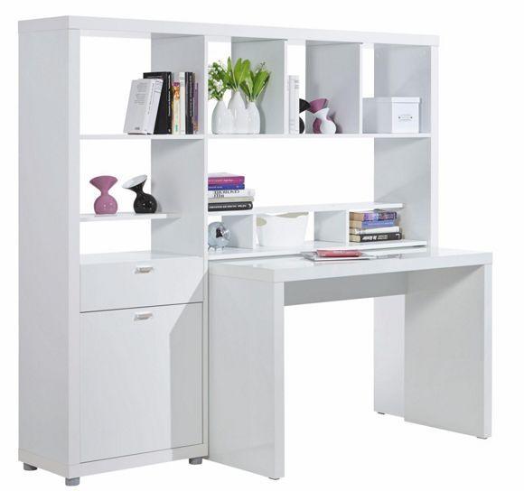 Diese geschmackvolle Schreibtischkombination in Weiß wird Sie begeistern! Die angesagte Kombination besteht aus einem trendigen Schreibtisch, der genug Platz für Ihren Computer und andere Büro-Utensilien bietet. Enthalten ist auch ein praktisches Regal, das dank einer Größe von ca. 169 x 157 x 45 cm (B x H x T) und mehrerer großzügiger Fächer genügend Stauraum für Bücher oder Ihre liebsten Accessoires schafft. Eine Tür sowie eine Schublade sorgen für weiteren Platz und ermöglichen ein