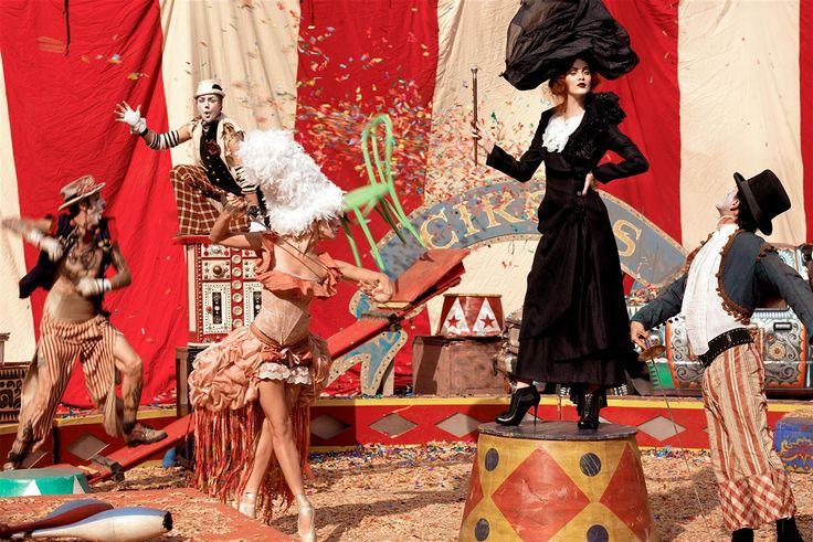 chaos: Karen O'Neil, Italian Vogue, Circus Theme, Steven Meisel, Vintage Circus, Karen Elson, Photoshoot, Big Tops, Photo Shoots