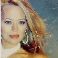 My husband and I are bit sci-fi fans and Jeri Ryan definitely tops our favorite from Star Trek. I love how authentic she is, speaks with purpose and follows her heart. Now I say this only based on watching her act and following her on Google+ ... so I am no expert but she definitely inspires me.