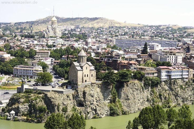Tiflis, die Hauptstadt von Georgien, ist mitten im Um- und Aufbruch. Ich habe mich sofort in diese Metropole voll gegensätzlicher Eindrücke verliebt.