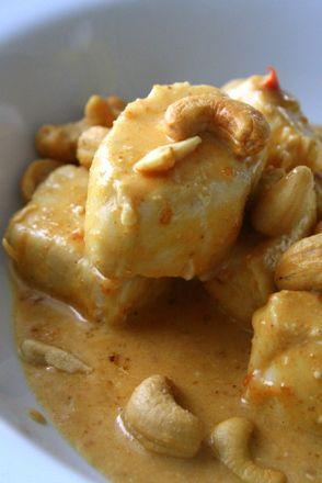 Denna kycklingrätt passar ALLA som gillar nötter, denär jättegod, och man behöver inte äta LCHF för att tycka om den. Undviker man kolhydrater, så servera denna maträtt till kokt broccoli, eller liknande. Men vi brukar servera denna medris eller nudlar.  Detta behöver du till 4 portioner: 4 kycklingfiléer Smör … Läs mer